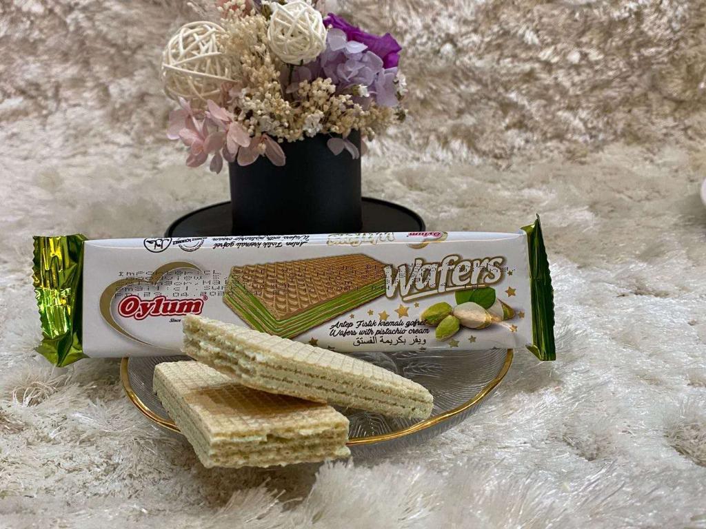 Oylum Wafers with Pistachio
