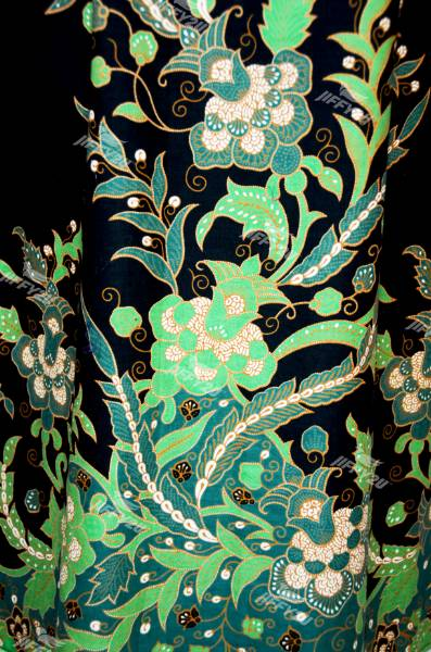 Midnight Black and Emerald Green Mini Cheongsam with Mandarin Collar