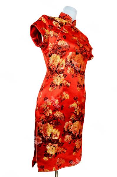 Traditional Royal Red Floral Printed Cheongsam in Mandarin Collar